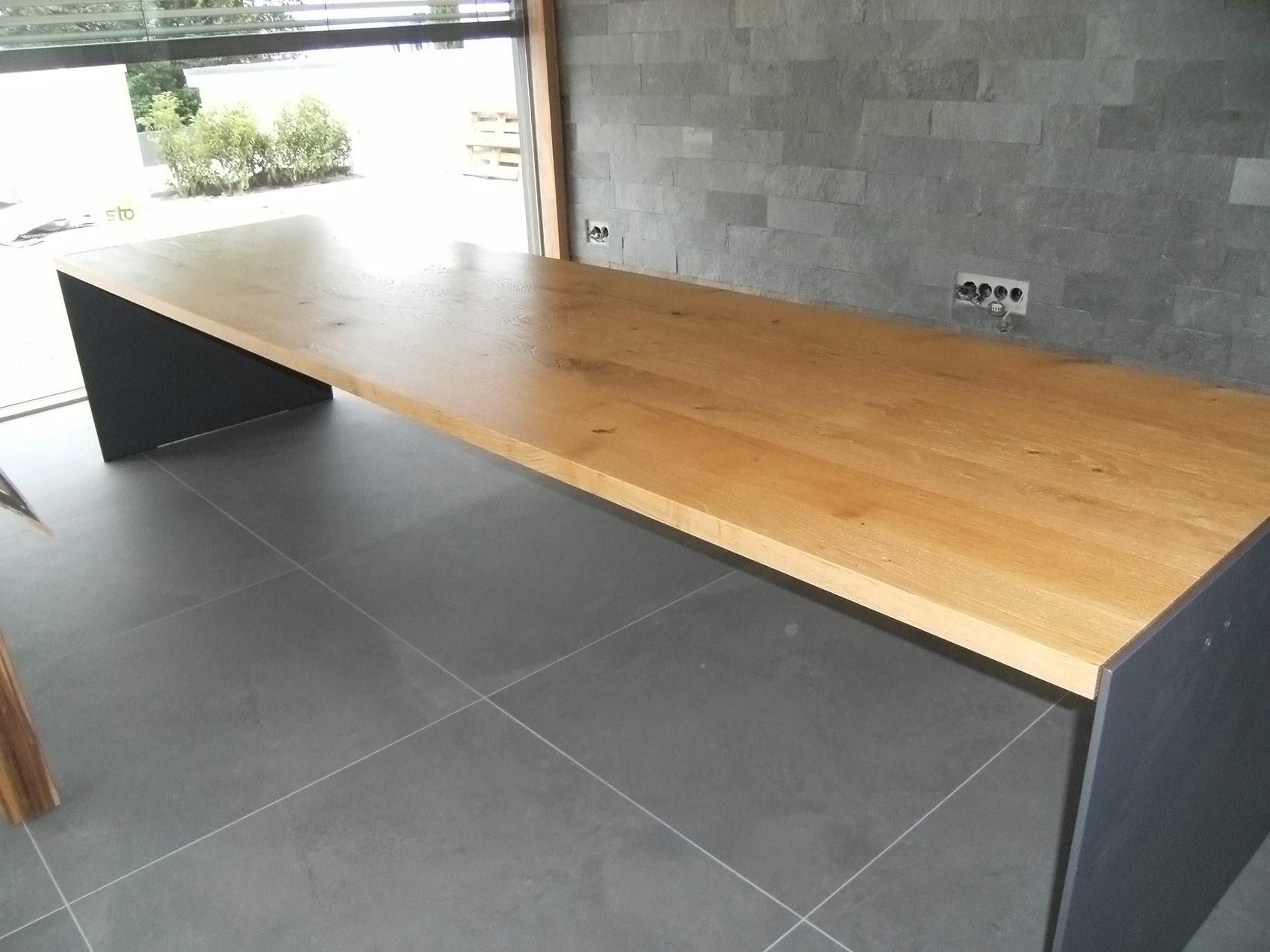 Tisch / Esstisch